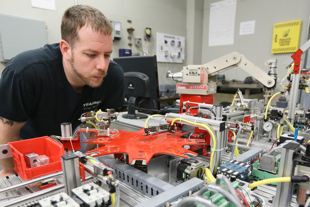 Progettazione su misura macchine automazione linee produzione